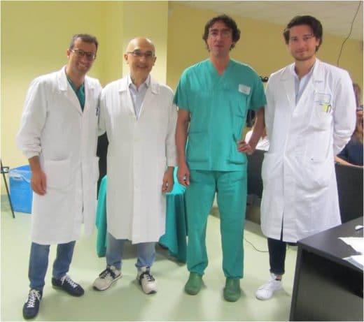 Il Dott. Piero Notarrigo con l'equipe del Prof. Raposio, primario della Chirurgia Plastica dell'Ospedale Maggiore di Parma.